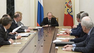 Президент России Владимир Путин проводит совещание с постоянными членами Совета безопасности РФ в Кремле. 19 февраля 2016