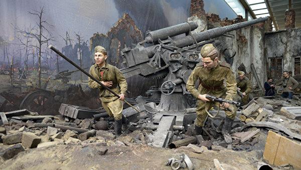 Элемент экспозиции трехмерной панорамы Битва за Берлин. Подвиг знаменосцев в Центральном музее Великой Отечественной войны в Москве
