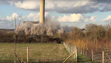 Очевидцы сняли мощный взрыв на электростанции в Англии