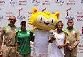 Факелоносцы ОИ-2016 фотографировались с символом Игр на церемонии в Рио