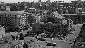 Вид на крытый рынок на Бессарабке в Шевченковском районе города Киева