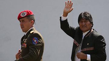 Президент Боливии Эво Моралес (справа)
