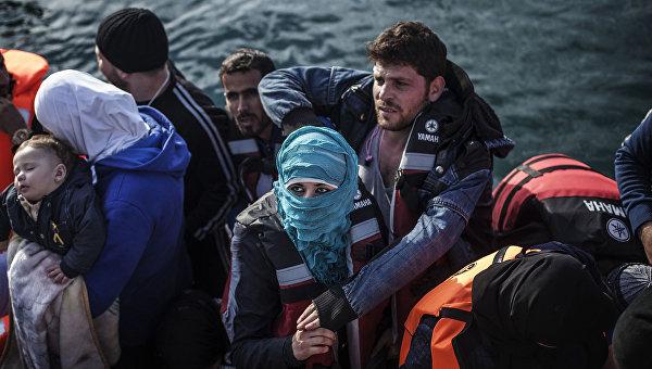 Мигранты на греческом острове Лесбос. Архивное фото