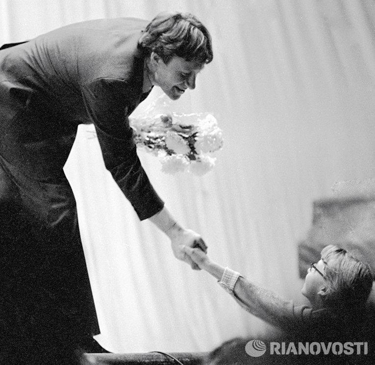 Андрей Миронов принимает поздравления