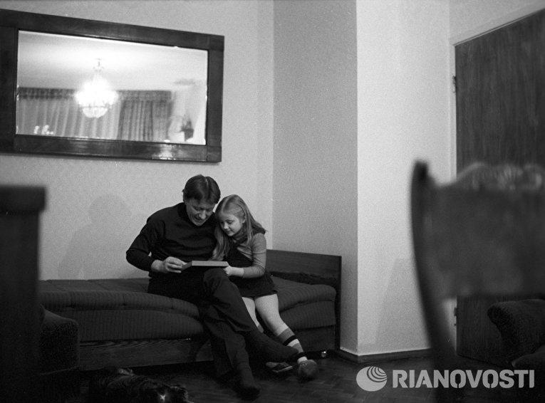 Артист Андрей Миронов с дочерью Машей