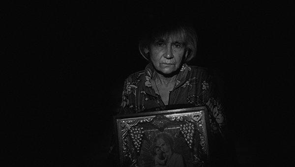 Работа из серии фотографий сделанных на Донбассе в сентябре 2015 года. Екатерина Беляева, 65 лет житель села Веселое расположенного около Донецкого аэропорта