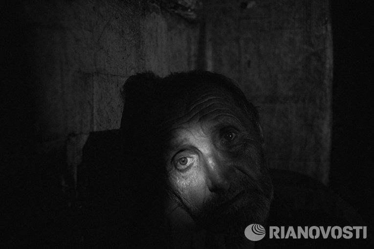 Работа из серии фотографий сделанных на Донбассе в сентябре 2015 года. Леонид Олейник, 57 лет, житель села Старомихайловка расположенного в 20 км от Донецка