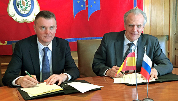 Президент Федеральной нотариальной палаты Константин Корсик и президент Генерального совета нотариата Испании Хосе Мануэль Гарсиа Коллантес
