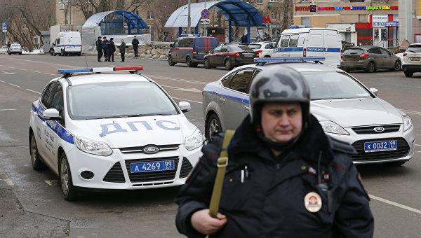 Полиция у метро Октябрьское поле