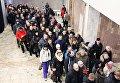 Горожане в очереди на церемонию прощания с шахтерами, погибшими в результате аварии на шахте Северная, в спортивном комплексе Олимп в Воркуте