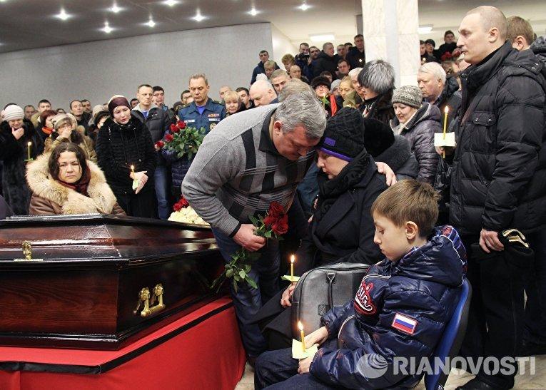 Временно исполняющий обязанности главы Республики Коми Сергей Гапликов на церемонии прощания с шахтерами, погибшими в результате аварии на шахте Северная