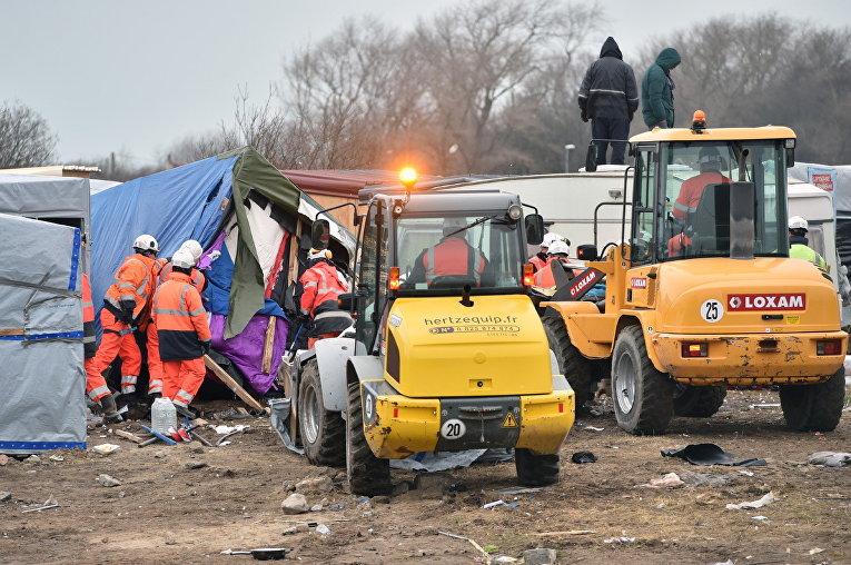 Снос лагеря мигрантов Джунгли во французском городе Кале. 29 февраля 2016