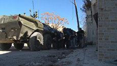 Журналисты в Сирии выбирались из-под обстрела под прикрытием бронемашины