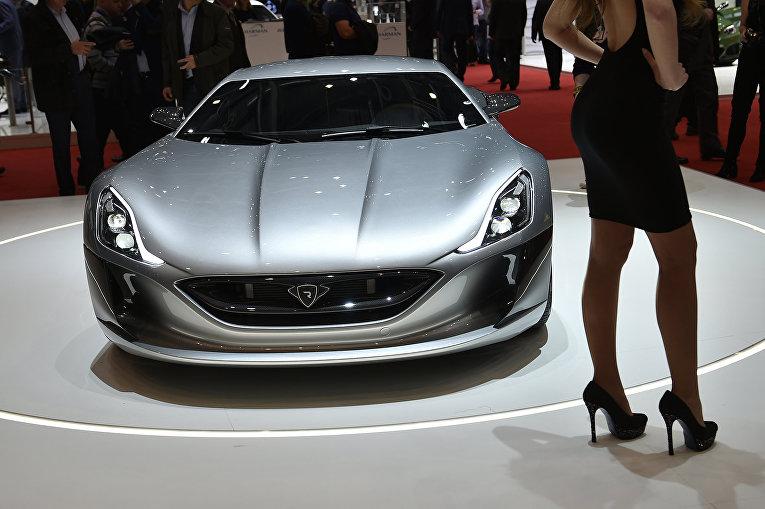 Электромобиль Rimac Concept One на 86-м международном автосалоне в Женеве. Март 2016