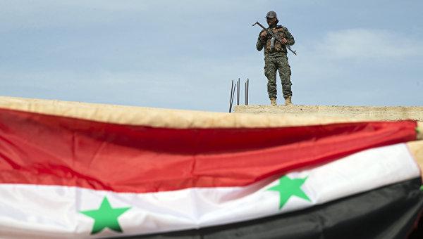Сирийский военный возле города Хама, Сирия. Архивное фото