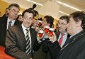Французский государственный и политический деятель Николя Саркози и министр образования поезд Джек Ланг. Международная выставка сельского хозяйства показать в Париже, 2005 год