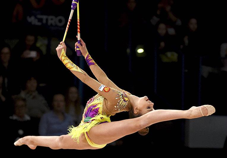 Александра Солдатова выступает во время Кубка мира по художественной гимнастике в Эспоо, Финляндия. 28 февраля 2016