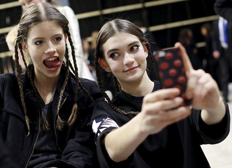 Модели во время одного из показов на Неделе моды в Милане, Италия