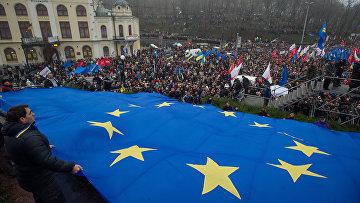 Участники митинга За европейскую Украину в Киеве