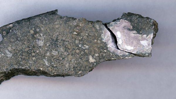 Кальций-алюминивое включение в древнем метеорите