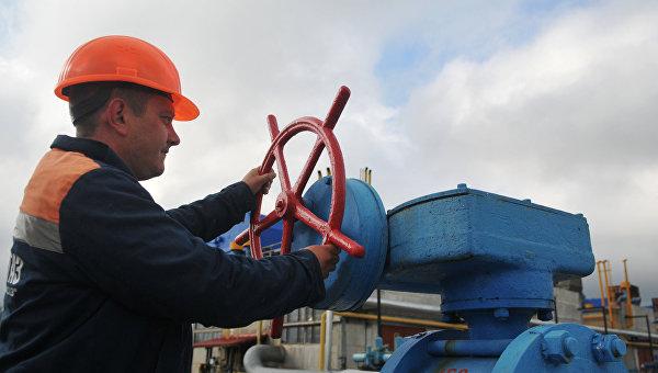 Сотрудник высокогорной газокомпрессорной станции Воловец в Закарпатской области. Архивное фото
