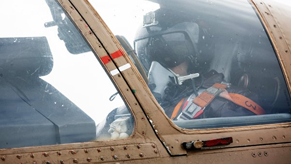 Пилот в кабине штурмовика Су-25 ВКС России на авиабазе Хмеймим в Сирии. Архивное фото