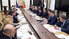 Президент России Владимир Путин проводит в Кремле совещание с членами правительства РФ. Архивное фото