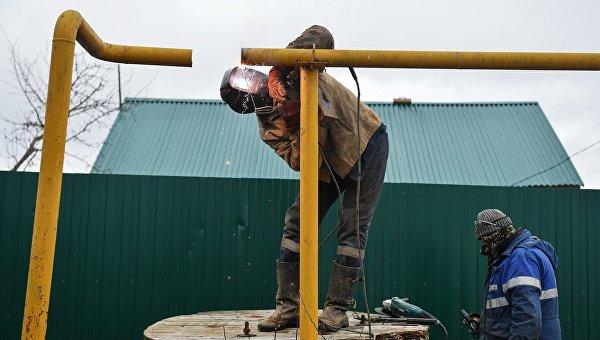 Сотрудники филиала компании Газпром газораспределение Тула восстанавливают работоспособность газопровода в поселке Плеханово Тульской области. Архивное фото