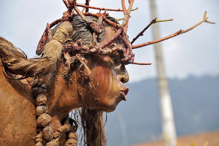 Актер во время иберо-американского театрального фестиваля в Боготе