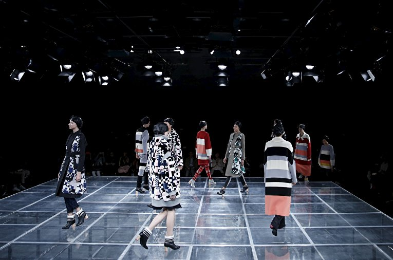 Модели во время показа Tokyo Fashion Week