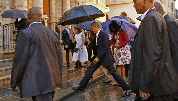 Барак Обама с семьей осмотрел Старую Гавану под проливным дождем
