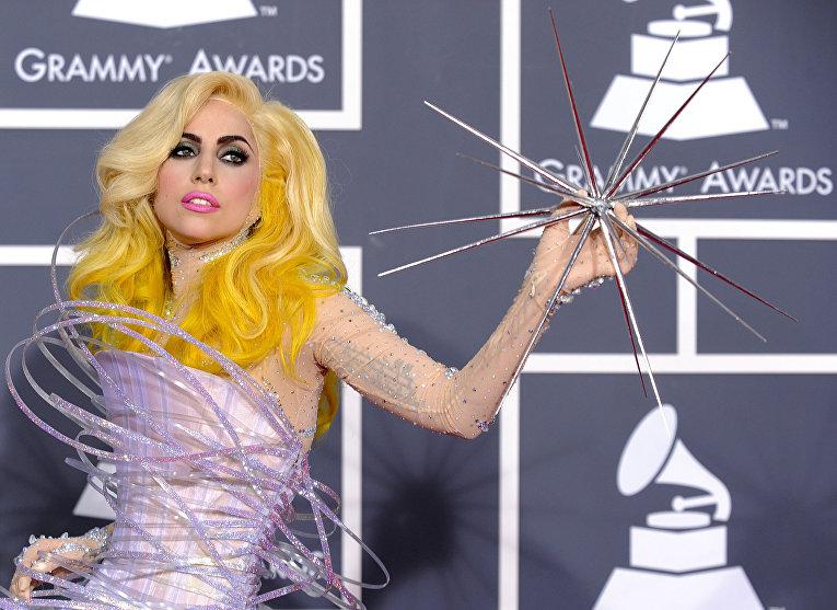 Певица Леди Гага во время Grammy Awards в Лос-Анджелесе, 2010 год