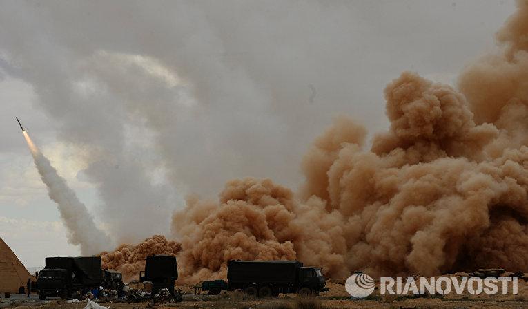 Ракетные системы залпового огня (РСЗО) Ураган вооруженных сил Сирийской арабской армии (САА) у Пальмиры