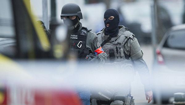Сотрудники службы безопасности и полиции Бельгии в Брюсселе
