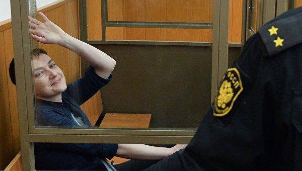 Гражданка Украины Надежда Савченко, обвиняемая по делу о гибели российских журналистов в Донбассе в зале заседаний Донецкого городского суда Ростовской области, который оглашает приговор по делу Н. Савченко