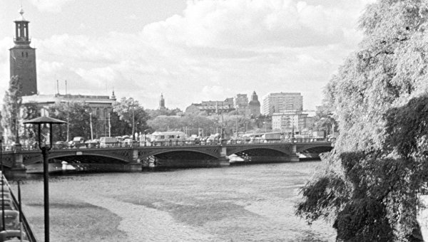 Вид на центральную часть Стокгольма с набережной канала