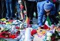 Участники траурного митинга в память о погибших в Брюсселе