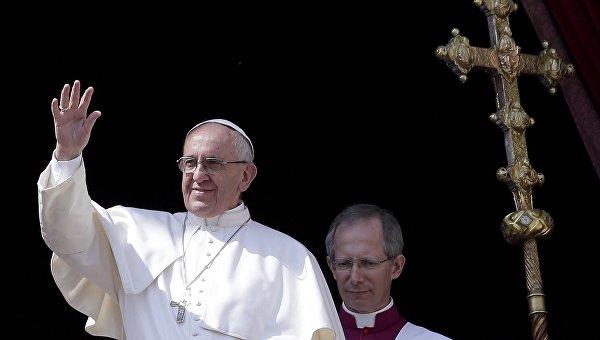 Папа Римский Франциск после пасхальной мессы на площади Святого Петра в Ватикане