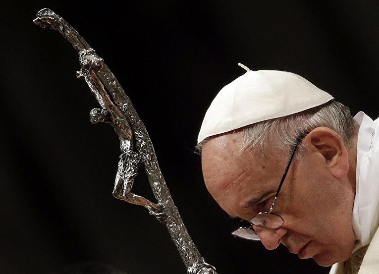 Папа Франциск во время пасхального богослужения в соборе Святого Петра, Ватикан
