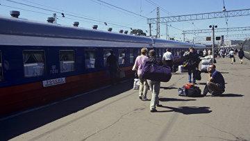 Пассажиры поезда Россия. Архивное фото