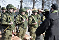 Саперы минобороны РФ в Международном противоминном центре ВС РФ в Нахабино, готовящиеся к отправке в Сирию для разминирования Пальмиры, во время церемонии освящения
