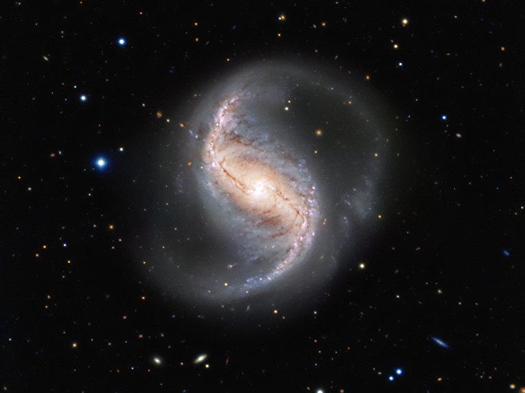 Спиральная галактика NGC 986 в созвездии Печь
