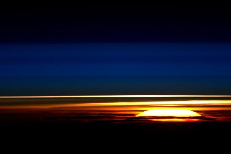 Рассвет снятый с Международной космической станции