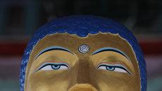 Статуя Будды в хуруле Золотая обитель Будды Шакьямуни. Архивное фото