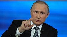 Прямая линия с президентом РФ В. Путиным. Архивное фото