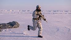Бойцы отряда специального назначения МВД Чеченской Республики во время учений в районе Северного полюса. Архивное фото