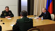 Президент России Владимир Путин проводит совещание с руководством министерства обороны в резиденции Бочаров ручей в Сочи. 10 мая 2016