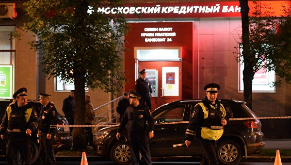 Мужчина с пистолетом и муляжом бомбы пытался ограбить банк в Измайлово