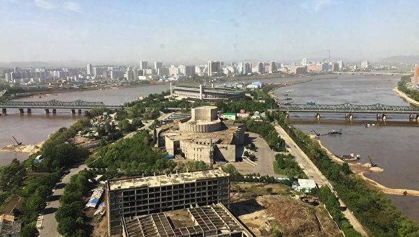 Вид на Пхеньян с одного из современных высотных зданий города