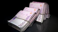 Пачки купюр по пятьсот евро. Архивное фото